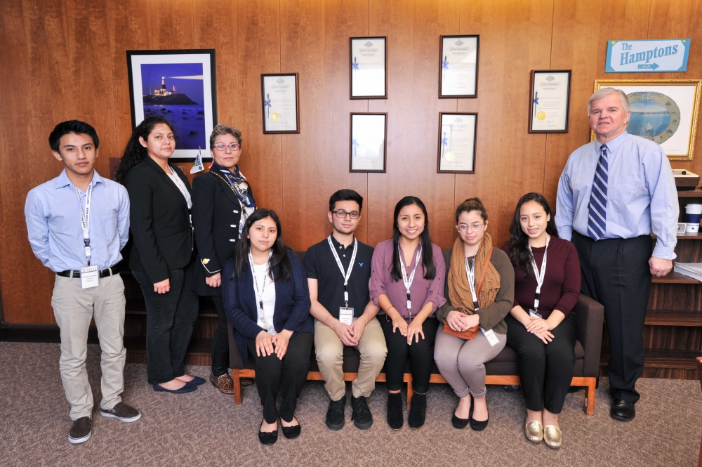On Monday March 27, 2017, Assemblyman Fred W. Thiele, Jr. (I, D, WF, WE -Sag Harbor) welcomed students from the Angelo Del Toro Puerto Rican/Hispanic Youth Leadership Institute who were in Albany as p