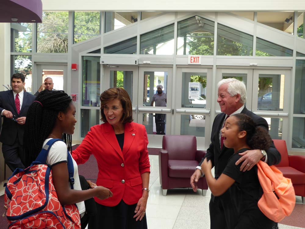 Assemblyman Lavine at the �Yes We Can Center� in Westbury with Lieutenant Governor Kathy Hochul and some great kids!
