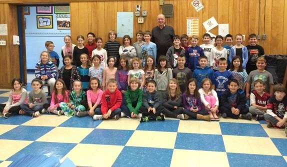 Assemblyman Dave McDonough is joined by third grade students at Mandalay Elementary School.
