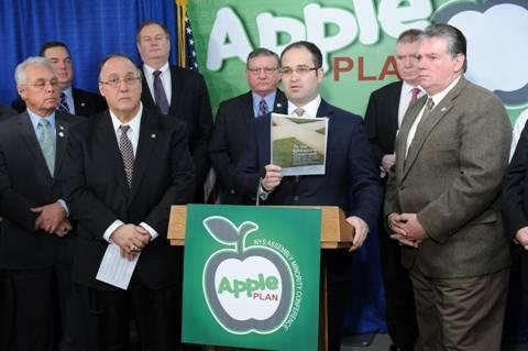 Assemblyman Ed Ra (at podium), discussing the Assembly Minority Conference's APPLE Plan to reform the Common Core standards.