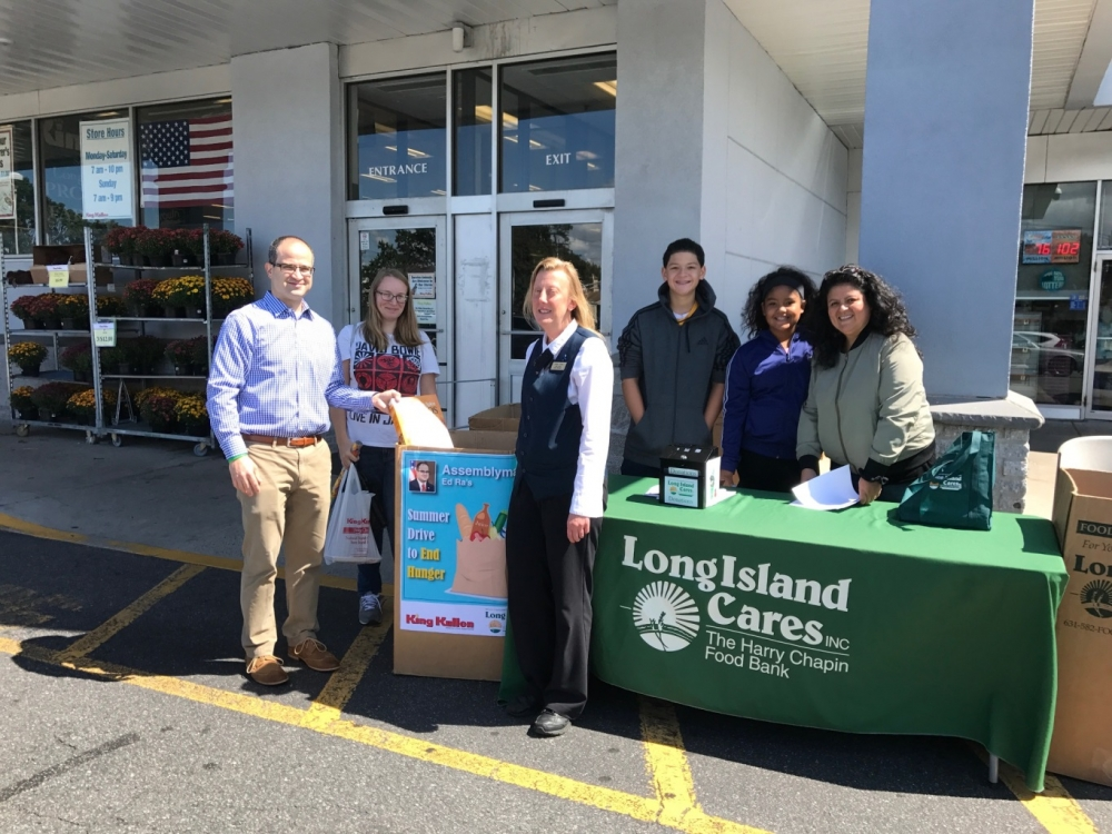 Assemblyman Ed Ra (R-Franklin Square) with Casey Munro, Franklin Square resident, Hope Vitale, King Kullen store manager, and Long Island Cares volunteers, Charlie Benjamin, Sophia Benjamin and Roxana Benjamin at Saturday's food drive.<br />