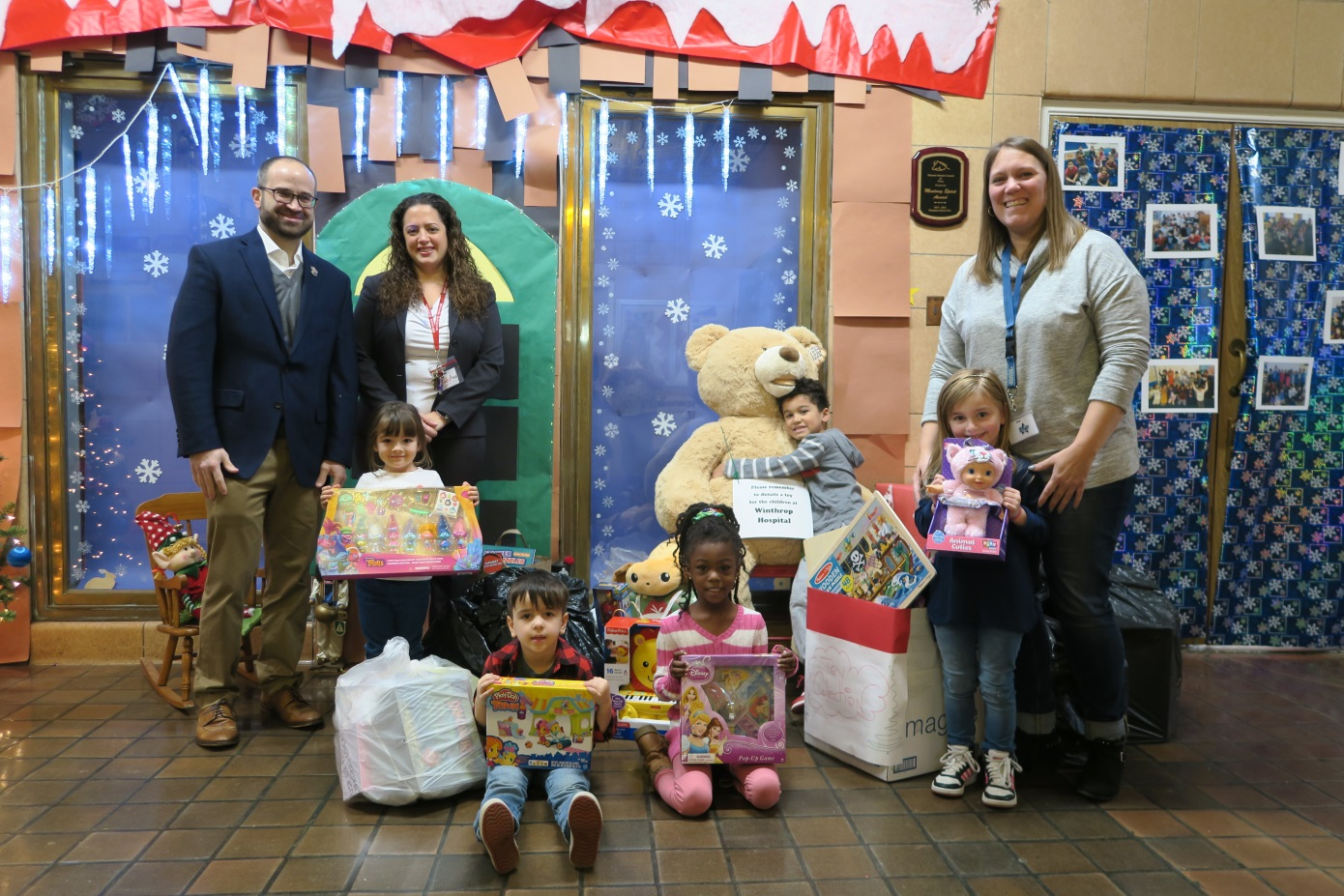 Assemblyman Ed Ra (R-Franklin Square), Margarita Maravel, principal of Hampton Street School, Christine O'Grady, Pre-K teacher at Hampton Street School and students of Hampton Street school with