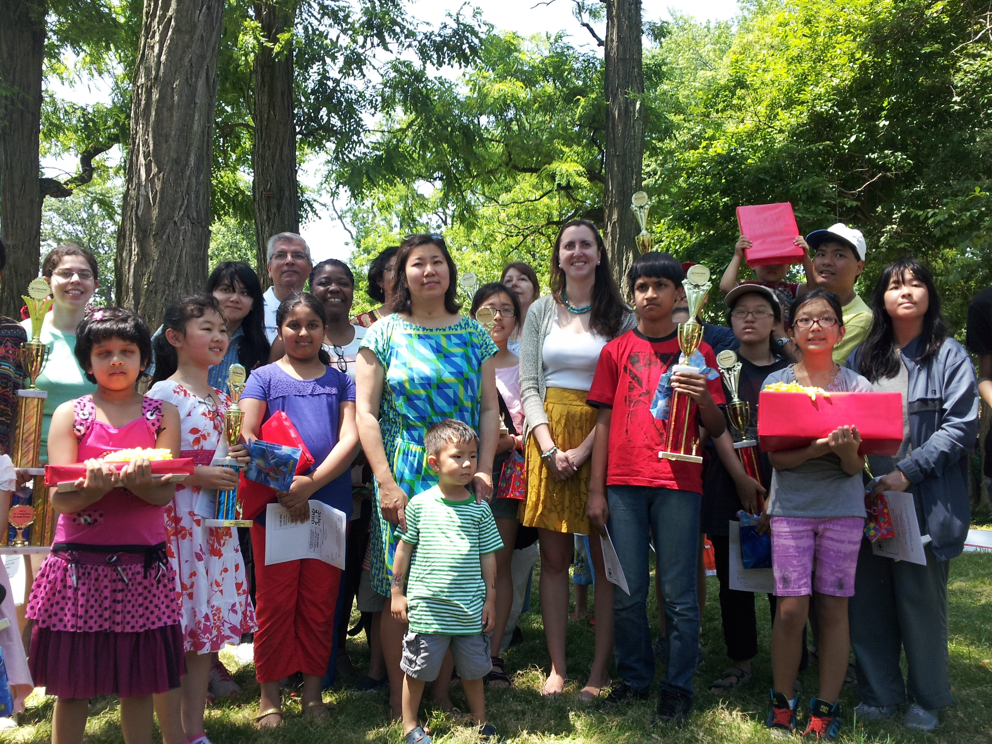 Assemblywoman Nily Rozic co-sponsored the annual Kissena Park Civic Association art contest, and distributed awards with Congresswoman Grace Meng.