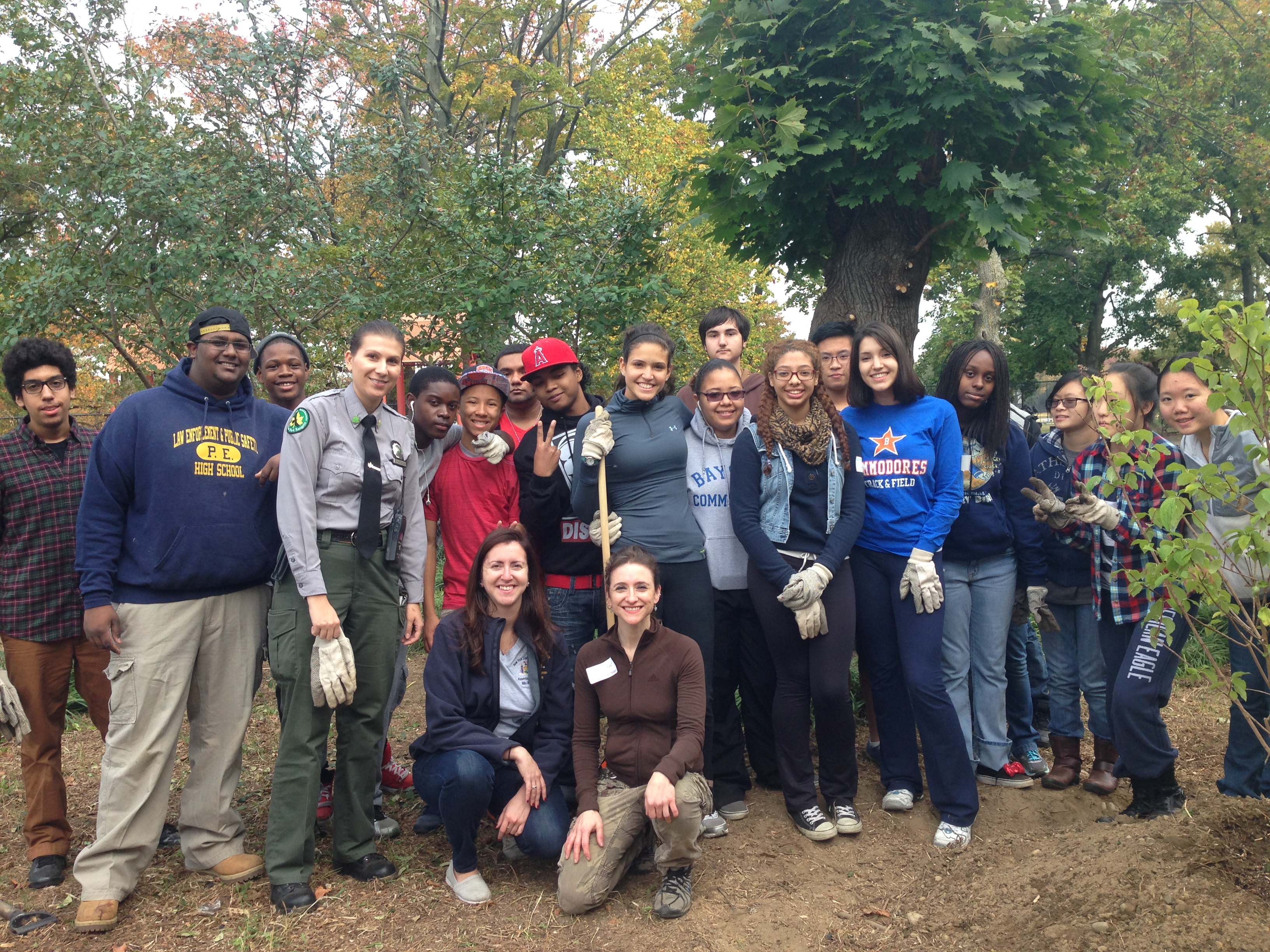 Assemblywoman Nily Rozic and local volunteers cleaned and beatified Cunningham Park in Fresh Meadows.