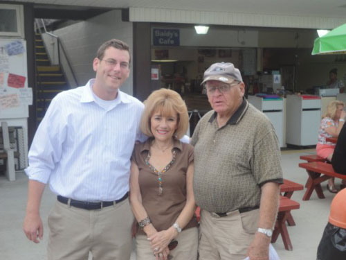On Sunday, August 21, 2011, Assemblyman Braunstein visited constituents at the Deepdale Gardens Community Center Pool in Little Neck.