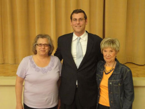 On Tuesday, October 11th, 2011, Assemblyman Braunstein visited the Bay Terrace Jewish Center Sisterhood, pictured here with President Susan Rotenberg and Nettie Sebolsky.