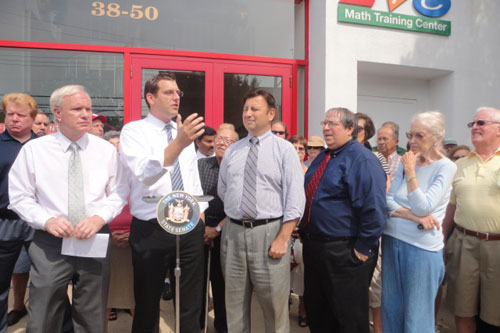 On Friday, August 24, 2012, Assemblyman Braunstein hosted a press conference with Senator Tony Avella protesting the increase in plane traffic in Northeast Queens, pictured here with Senator Avella, Community Board 11 Chair Jerry Iannece, CB 11 board member Andy Rothman.