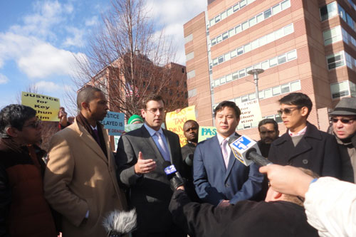 On January 17, 2013, Assemblyman Braunstein joined the Kim Family along with his colleagues Assemblyman Ron Kim, Assemblyman Walter Mosley and the New York Taxi Workers Alliance to gather for a prayer vigil for Key Chun Kim in front of Kings County Hospital Center, where Kim is receiving treatment after a brutal assault.
