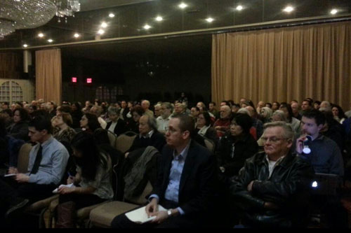 On Thursday, March 14, 2013, Assemblyman Braunstein joined Senator Tony Avella to host a town hall with the FAA on airplane noise, where over 250 residents attended to voice their opposition to the new flight pattern in Northeastern Queens.