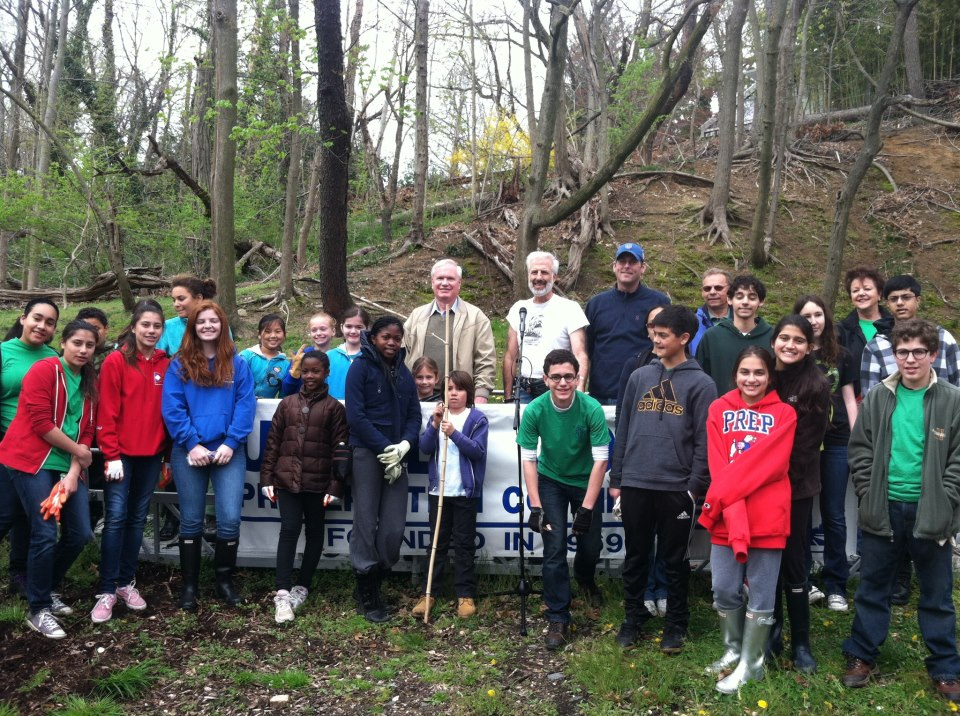 On Saturday, April 20, 2013, Assemblyman Braunstein, along with his staff, participated in the 44th Annual Udalls Cove Meeting & Cleanup. Assemblyman Braunstein is pictured here with Senator Tony Avella, Walter Mugdan, President of the Udalls Cove Preservation Committee and volunteers.
