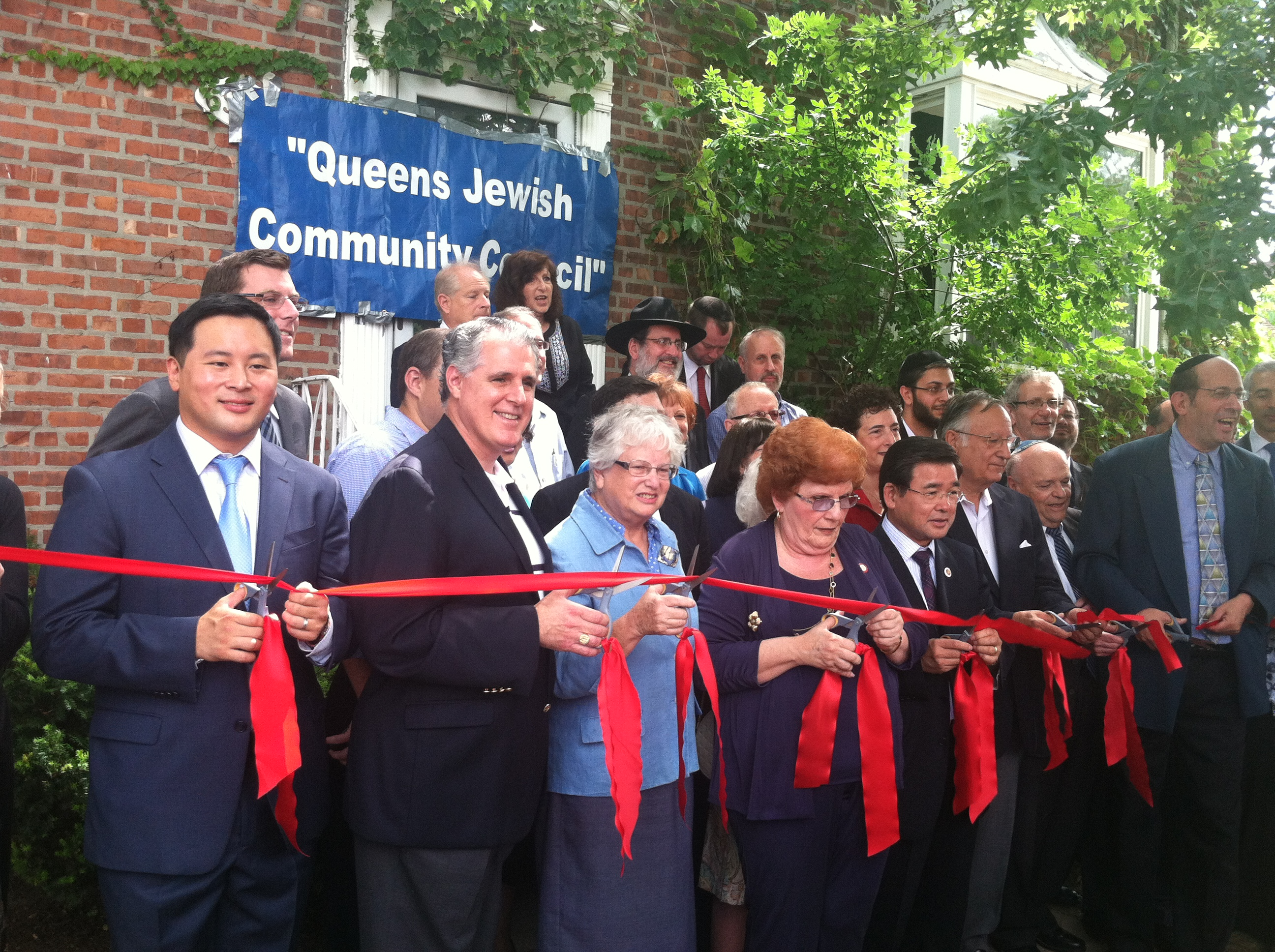 On Wednesday, July 31, 2013, Assemblyman Braunstein attended the Queens Jewish Community Council's Ribbon Cutting Ceremony for its new location.