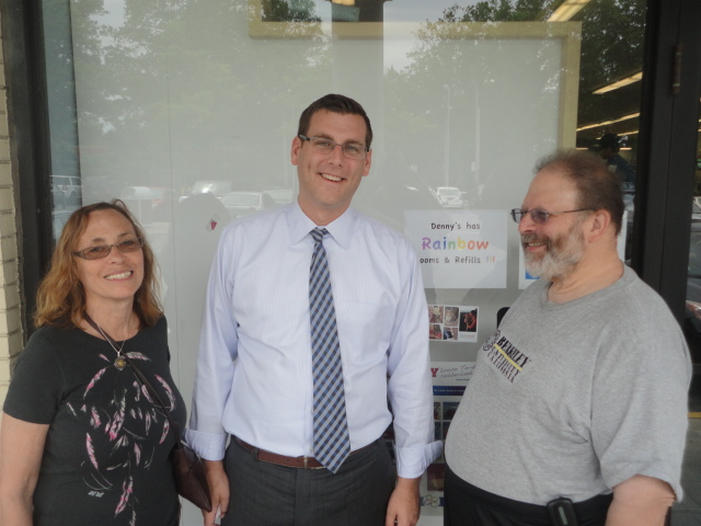 On Sunday, August 18, 2013, Assemblyman Braunstein hosted a Mobile District Office in Little Neck Plaza. Assemblyman Braunstein is pictured here with his constituents, Babette and Harry Nussdorf.