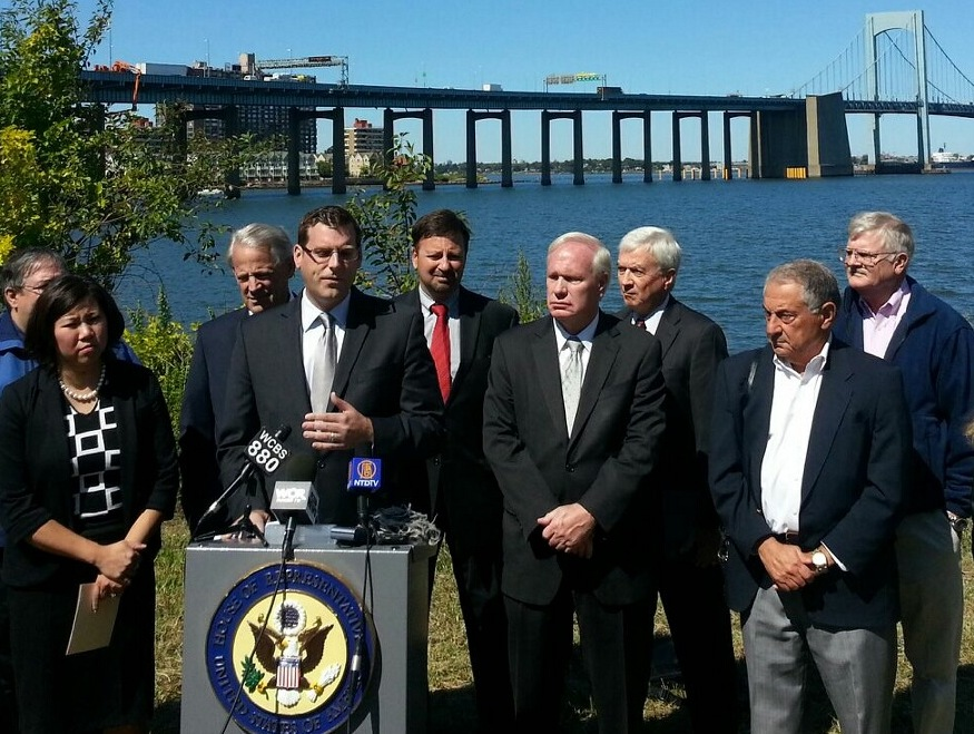 On Tuesday, September 17, 2013, Assemblyman Braunstein joined Congressmembers Crowley, Israel, and Meng, Senator Avella, and community leaders to call on the Federal Aviation Administration to exempt LaGuardia and JFK Airport flights from a new rule that would allow the FAA to make changes to flight procedures without conducting a proper environmental review.