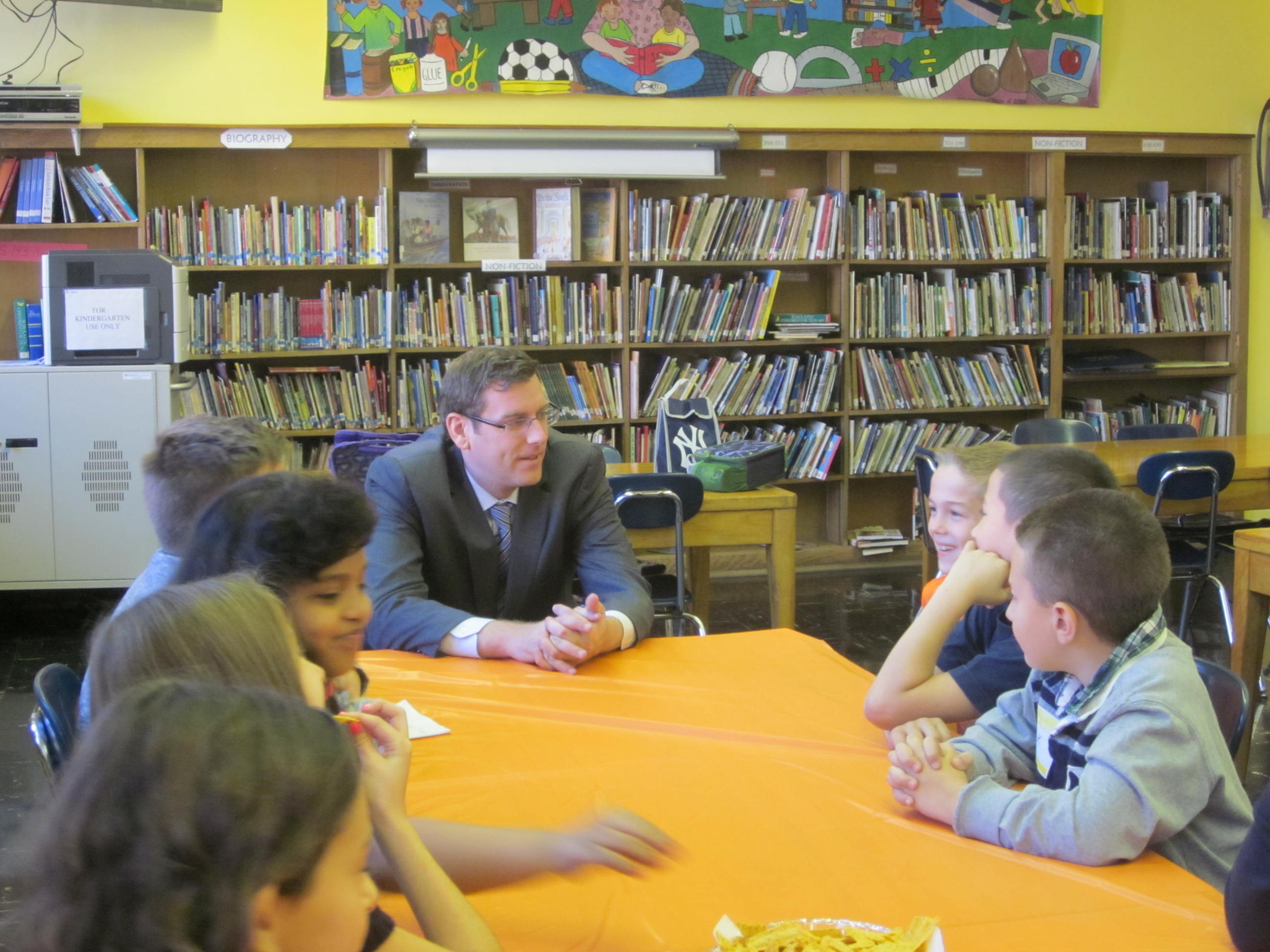 On Monday, October 28, 2013, Assemblyman Braunstein served as Principal for a Day at PS 193: Magnet School of Discovery. He is pictured here with students in the library, where he met with them to answer questions about New York State government and important local issues.