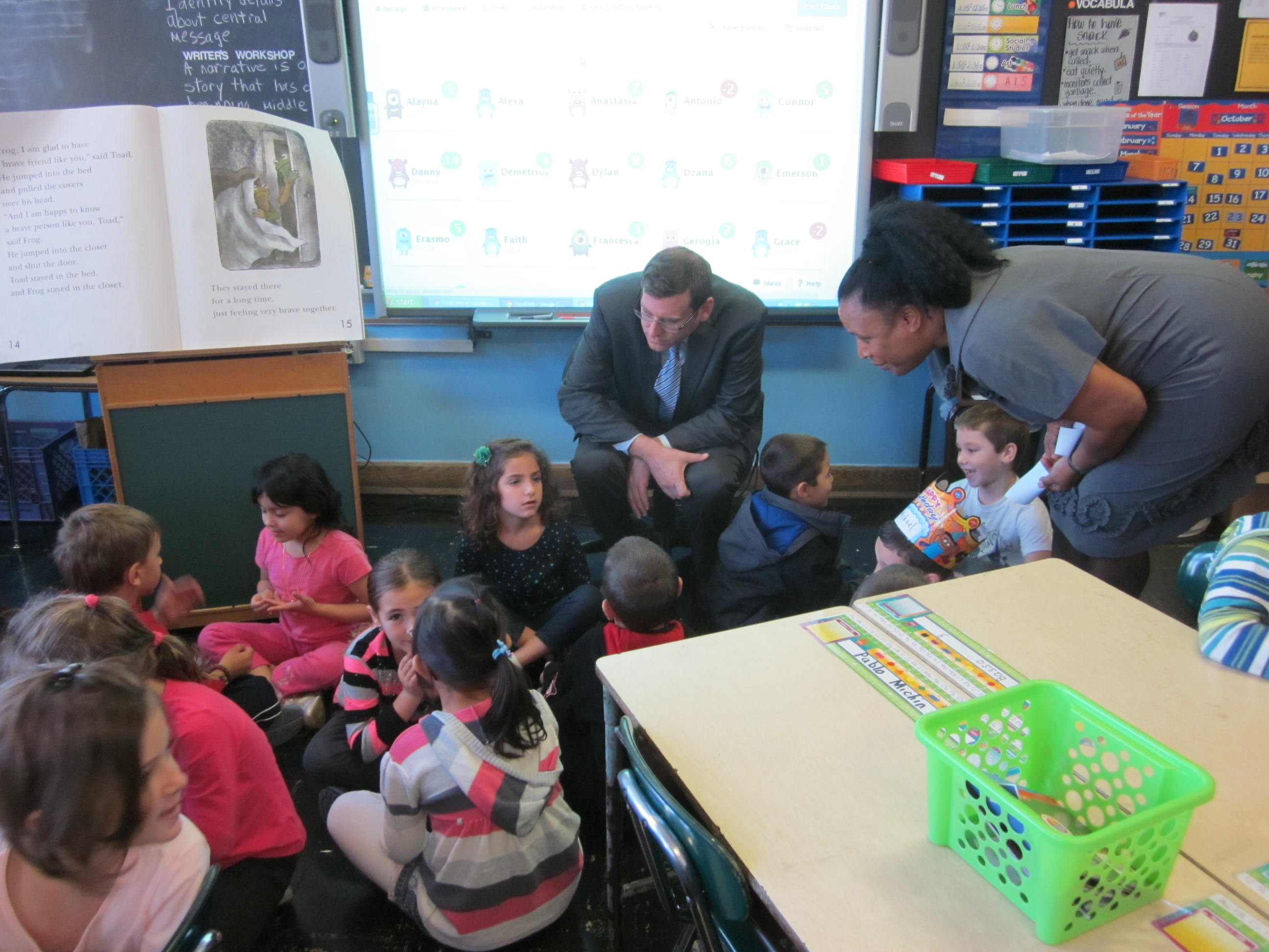 On Monday, October 28, 2013, Assemblyman Braunstein served as Principal for a Day at PS 193. He is pictured here with Principal Joyce Bush visiting a first grade classroom.