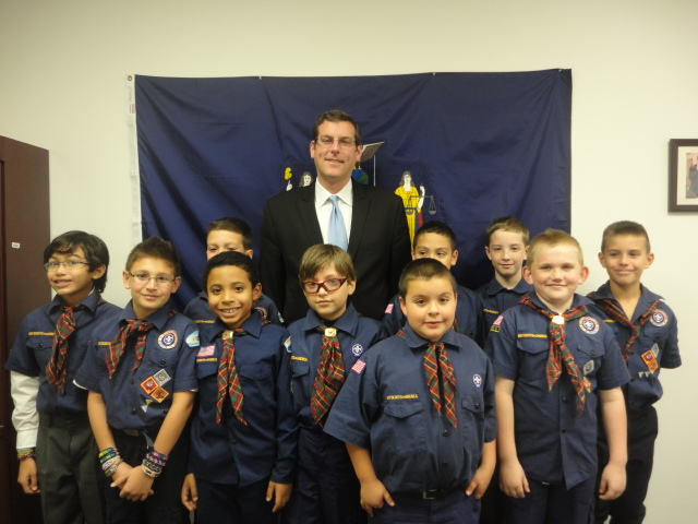 On Friday, November 15, 2013, Assemblyman Braunstein hosted Sacred Heart Cub Scout Pack 49 at his District Office. He discussed with the Cub Scouts how a bill becomes a law in the State Assembly, which helped the scouts earn their Citizenship pins.