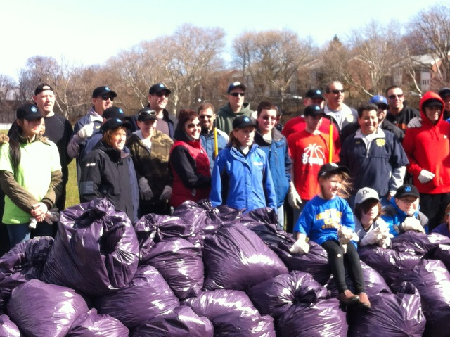 "On April 5, 2014, Assemblyman Braunstein, along with his staff, assisted Dwarf-Giraffe Athletic League with the annual cleanup of Harvey Park in Whitestone on ""It's My Park Day""."