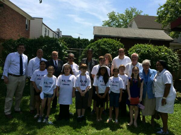 On Monday, May 26, 2014, Assemblyman Braunstein attended the Whitestone Veterans Memorial Association's Ceremony and Parade. Assemblyman Braunstein is pictured with his colleagues and the PS 193 chorus.