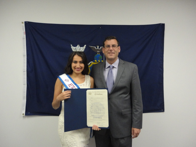 On August 1, 2014, Assemblyman Braunstein presented a New York State Assembly Citation to his constituent, Miss New York Collegiate America Katherine McQuade, for her volunteer work for pancreatic cancer awareness and research.
