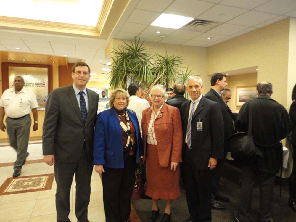 Assemblyman Braunstein visited Flushing Hospital Medical Center, where he learned about and operated the new da Vinci surgical robot with Senator Toby Ann Stavisky; Flushing Hospital Medical Center COO Robert Levine; and Debra Markell-Kleinert, Chairwoman of the Flushing Hospital Advisory Board.