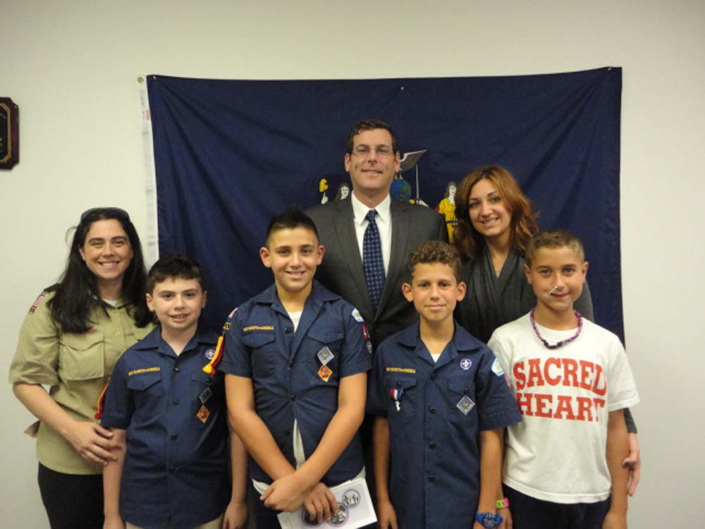 Assemblyman Braunstein hosted Sacred Heart Cub Scout Pack 49 Den 4 at his District Office. Assemblyman Braunstein discussed with the Cub Scouts how a bill becomes a law in the State Assembly, which helped the scouts earn their Webelos 2 badges.