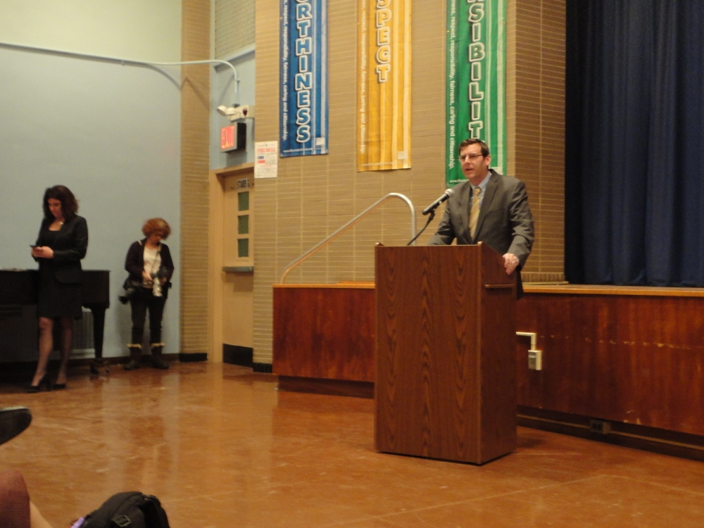 On February 12, 2015, Assemblyman Braunstein joined the UFT at the District 25 and District 26 Town Hall to discuss their concerns regarding the Governor's education proposals.