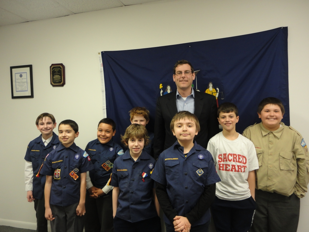 On March 27, 2015, Assemblyman Braunstein hosted Sacred Heart Cub Scout Pack 49 Den 7 at his District Office. Assemblyman Braunstein discussed with the Cub Scouts how a bill becomes a law in the State Assembly, which helped them earn their citizenship badges.