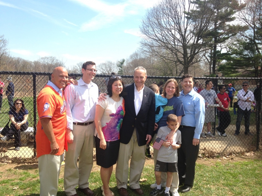 On April 18, 2015, Assemblyman Braunstein joined Bayside Little League for its Opening Day Ceremonies along with Senator Charles Schumer, Congresswoman Grace Meng, Queens Borough President Melinda Katz, Council Member Paul Vallone, and Council Member Mark Weprin.