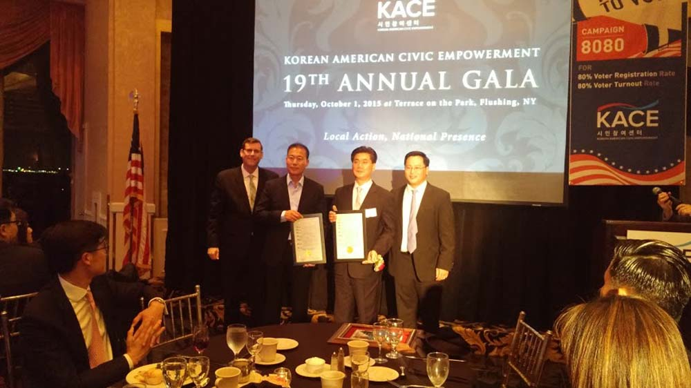 On October 1, 2015, Assemblyman Braunstein celebrated the 19th Anniversary of Korean American Civic Empowerment, where he and Assemblyman Ron Kim presented joint NYS Assembly Citations of Merit to the co-hosts, Francisco Sin Bum Jin and Woo Chon Kwak.
