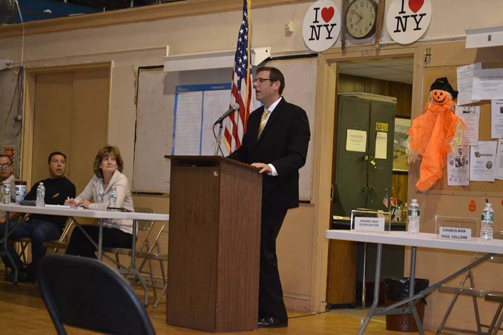 On October 22, 2015, Assemblyman Braunstein spoke at the Greater Whitestone Taxpayers Civic Association's monthly meeting.