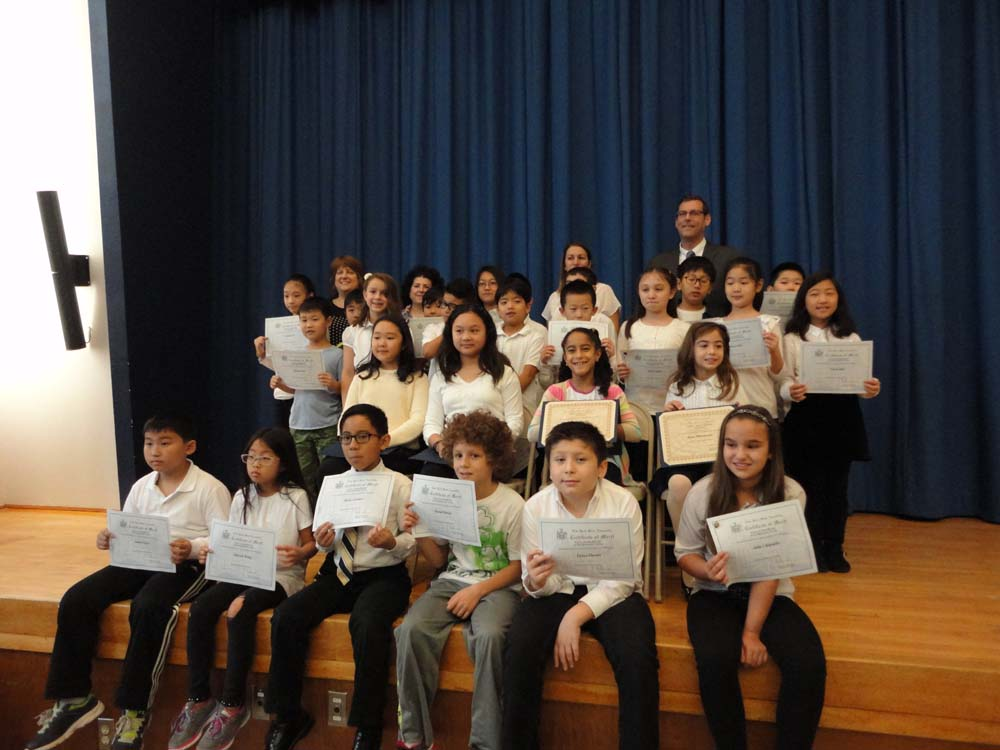 On November 12, 2015, Assemblyman Braunstein inducted the Student Organization Representatives and Elected Officials at PS 221: The North Hills School in Little Neck. Assemblyman Braunstein is pictured with Assistant Principal Karen Strauzer, SO Advisors Renee Clarke and Christina Fanelli, and the new SO Representatives and Elected Officials.