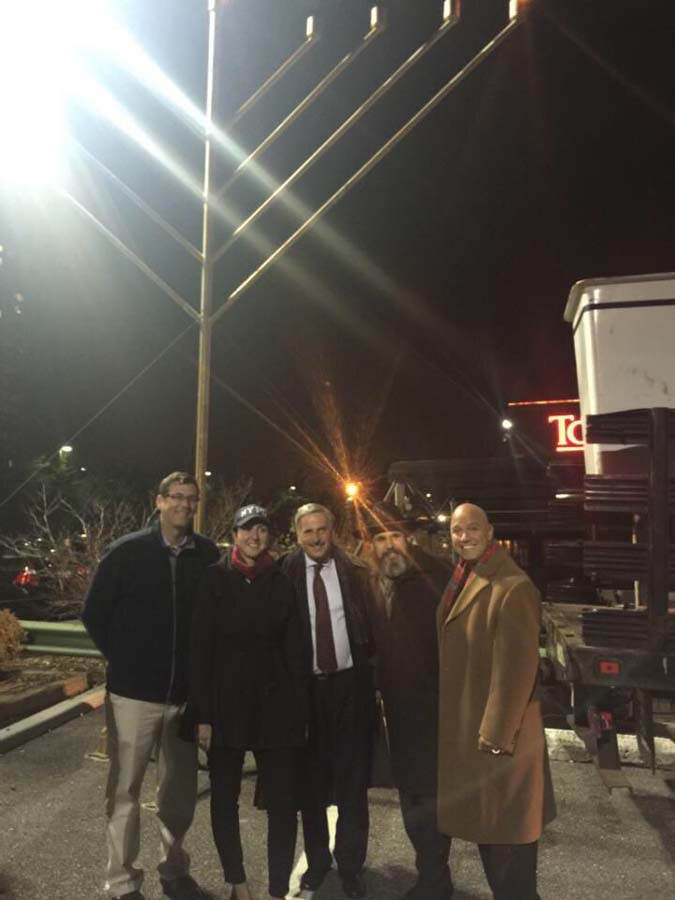 On December 6, 2015, Assemblyman Braunstein attended the Giant Menorah Lighting at the Chabad of Northeast Queens. Assemblyman Braunstein is pictured with Assemblywoman Nily Rozic, Assemblyman David Weprin, Rabbi Yossi Blesofsky, and Council Member Paul A. Vallone.