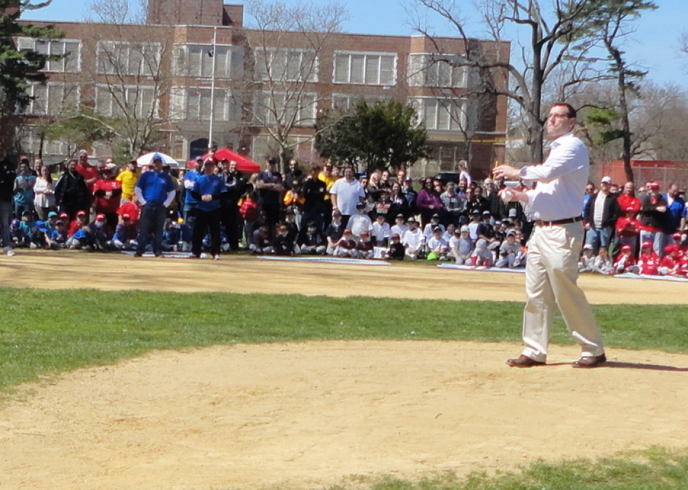 On April 16, 2016, Assemblyman Braunstein threw out the first pitch during Bayside Little League's Opening Day ceremonies.