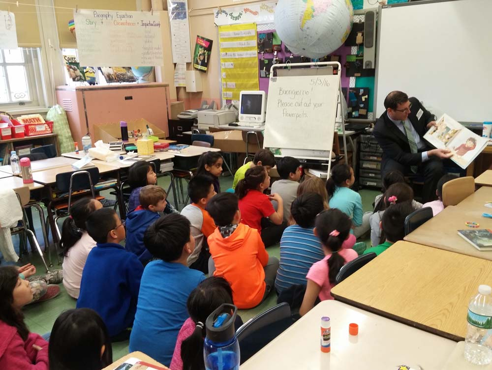 On May 3, 2016, Assemblyman Braunstein reads to a 3rd grade class at the annual PS 32 Community Read-in.