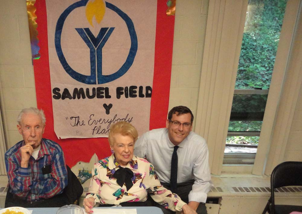 On May 20, 2016, Assemblyman Braunstein attended the Samuel Field Y's 90's Party for seniors age 90 and older in Little Neck.