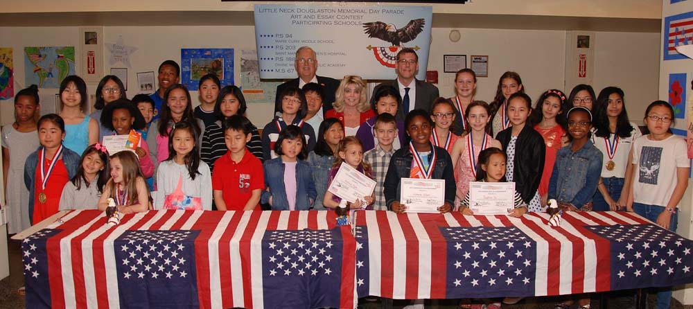 On May 20, 2016, Assemblyman Braunstein attended the Little-Neck Douglaston Memorial Day Parade Essay Awards Night.