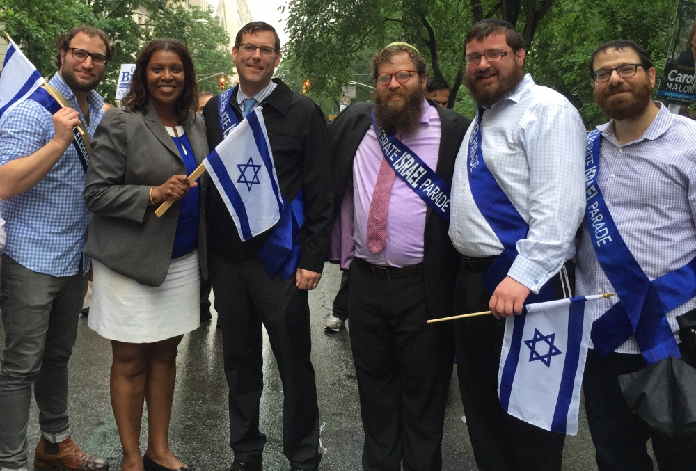 On June 5, 2016, Assemblyman Braunstein marched in the 52nd Annual Celebrate Israel Parade in Manhattan.