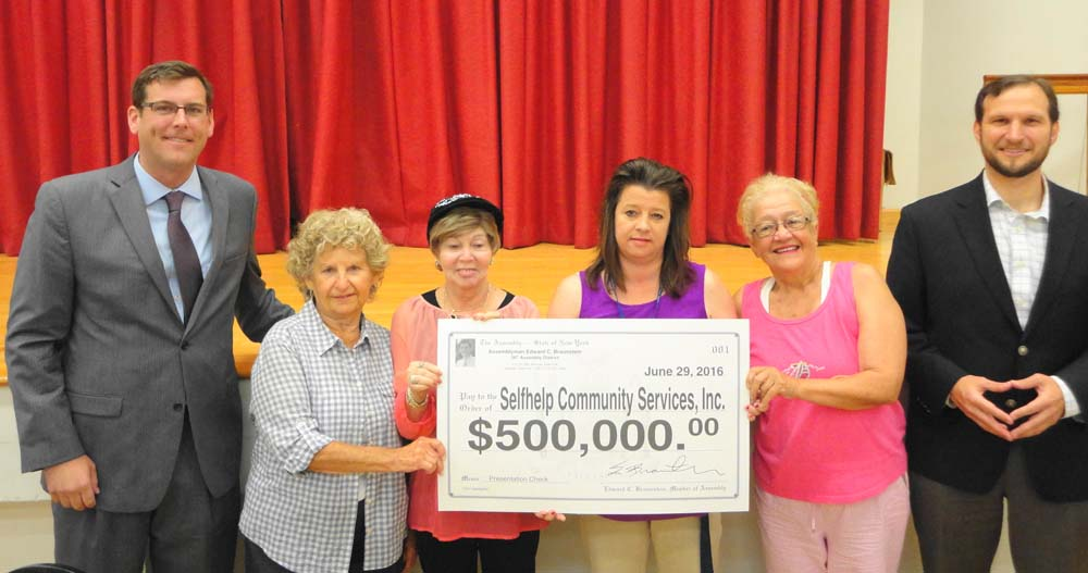On June 29, 2016, Assemblyman Braunstein presented a $500,000 grant to Selfhelp Clearview Senior Center at his Senior Health and Wellness Forum, which was attended by 250 seniors.