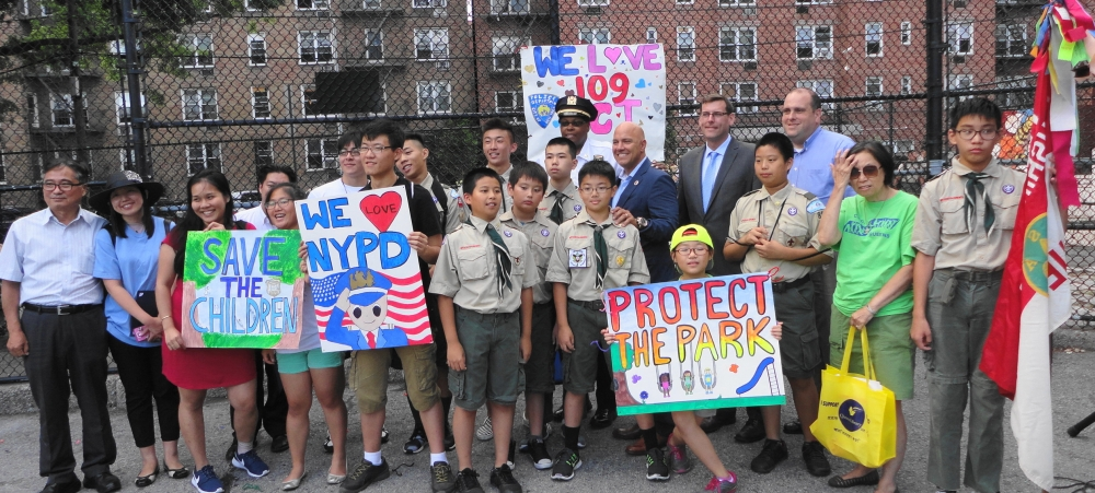 On August 2, 2016, Assemblyman Braunstein attended the 109th Precinct's National Night Out in Flushing.<br />