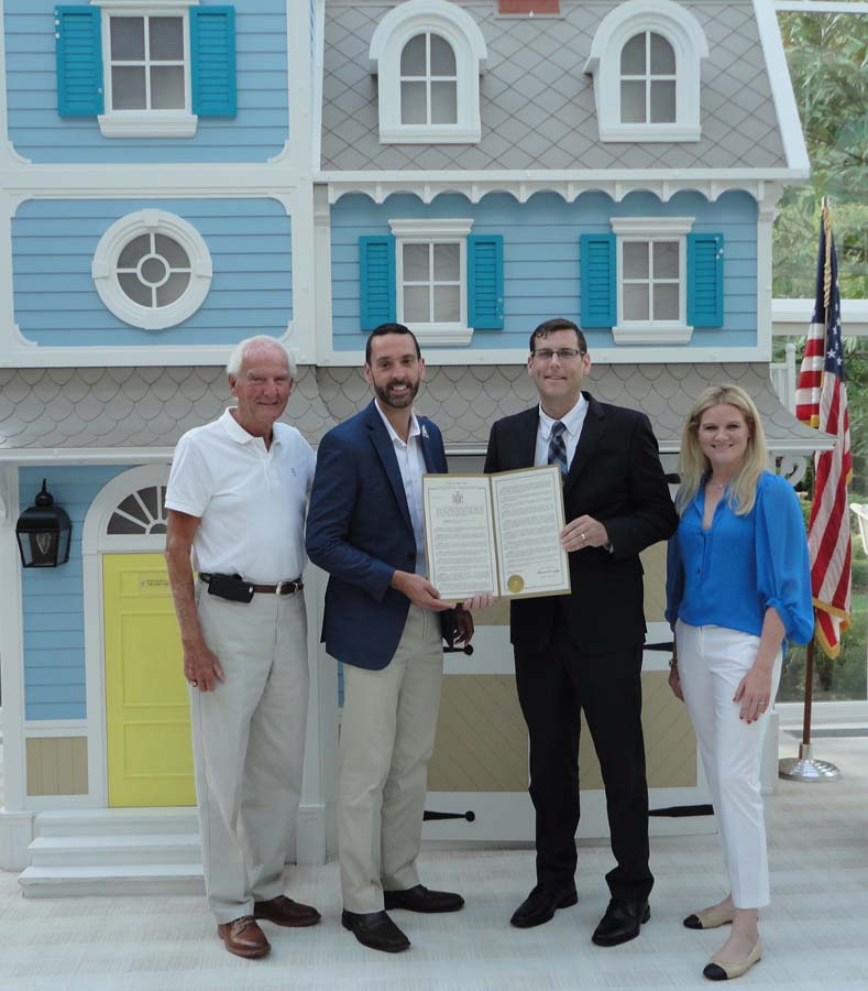 On August 11, 2016, Assemblyman Braunstein presented a New York State Legislative Resolution he introduced in honor of the Ronald McDonald House of Long Island's 30th Anniversary.<br />