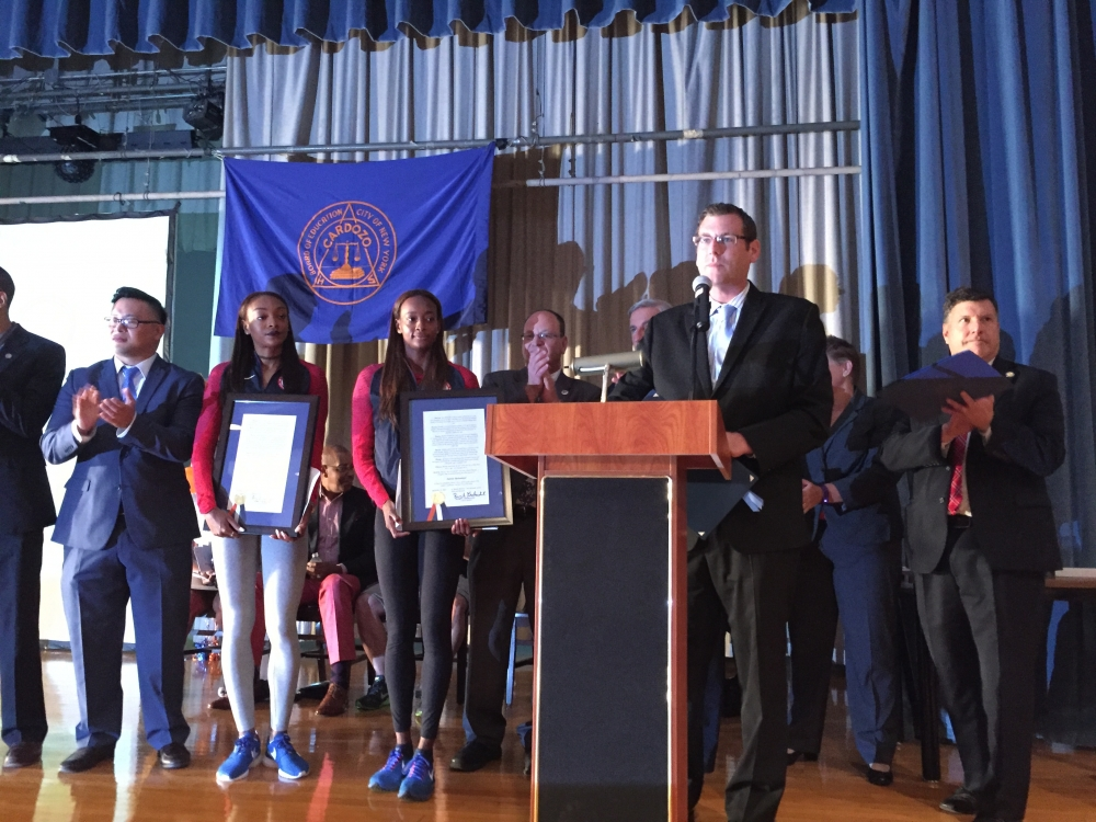 On September 13, 2016, Assemblyman Braunstein attended the Welcome Home Ceremony at Benjamin N. Cardozo High School honoring graduates Dalilah Muhammad, Gold Medalist at the 2016 Rio Olympics in the 400-meter hurdles; and Deajah Stevens, 2016 Rio Olympics 200-meter finalist.<br />