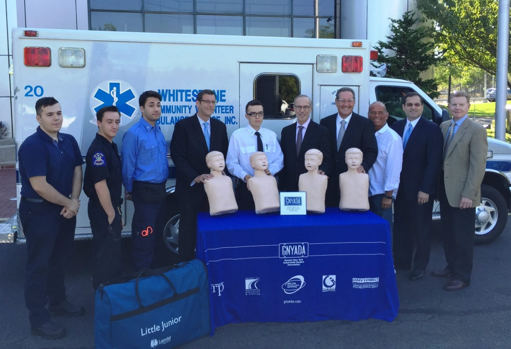 On September 13, 2016, Assemblyman Braunstein joined the Greater New York Automobile Dealers Association when they donated Resusci Annes for CPR training to Whitestone Volunteer Ambulance Service.<br />