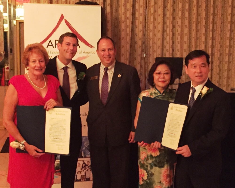 On September 22, 2016, Assemblyman Braunstein presented New York State Assembly Citations to the honorees at the AREAA New York East Chapter 4th Annual Gala.<br />