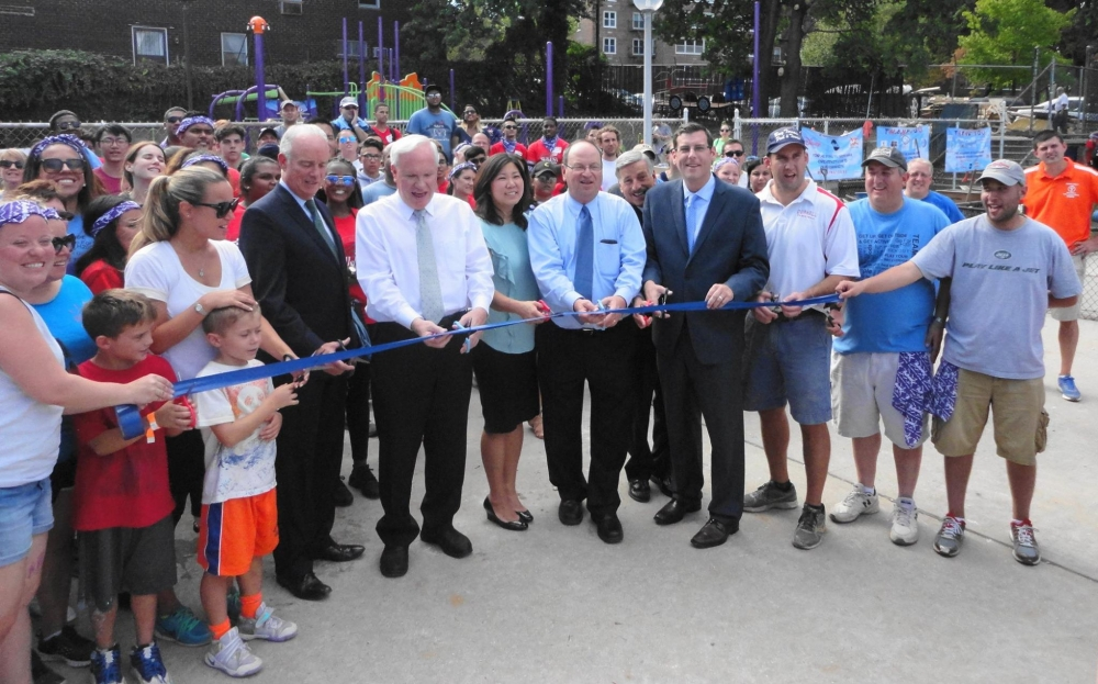 On September 23, 2016, Assemblyman Braunstein attended the ribbon cutting for a new playspace for 4,100 children at the Samuel Field Y in Bay Terrace.<br />