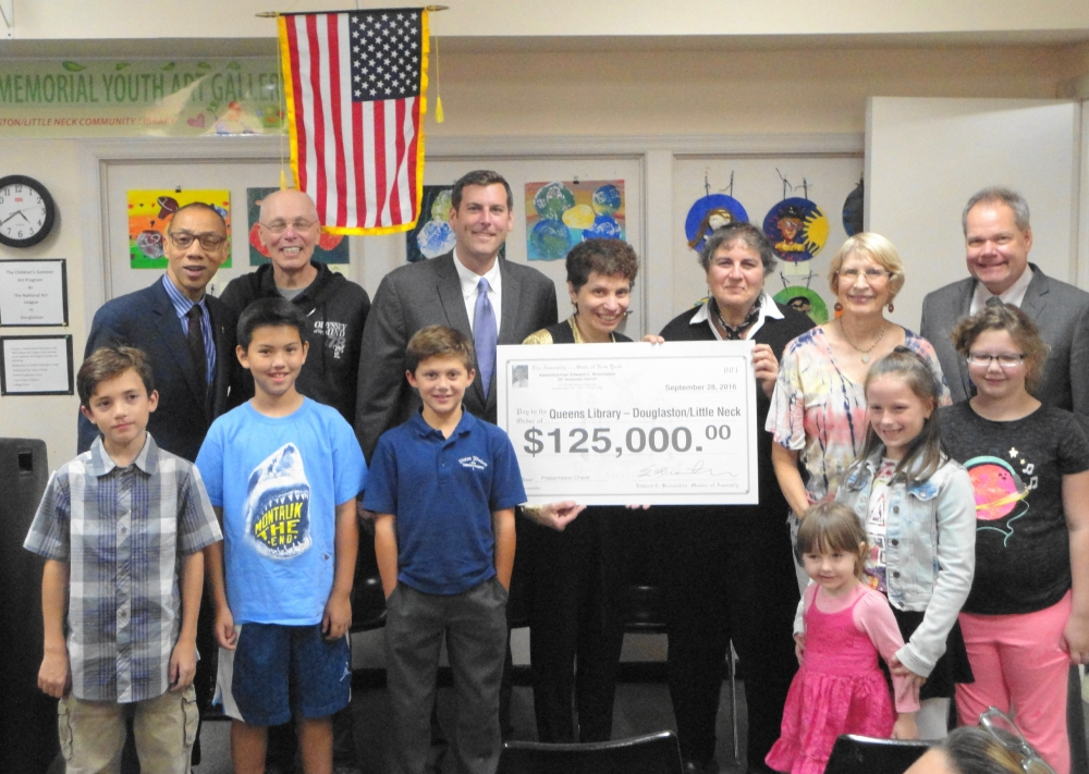 On September 28, 2016, Assemblyman attended the National Art League Student Art Show at the Douglaston/Little Neck Community Library's Sylvia E. Weinstein Memorial Youth Art Gallery. During the event, Assemblyman Braunstein announced he was allocating $125,000 to replace the windows and doors at the Douglaston/Little Neck Community Library.<br />