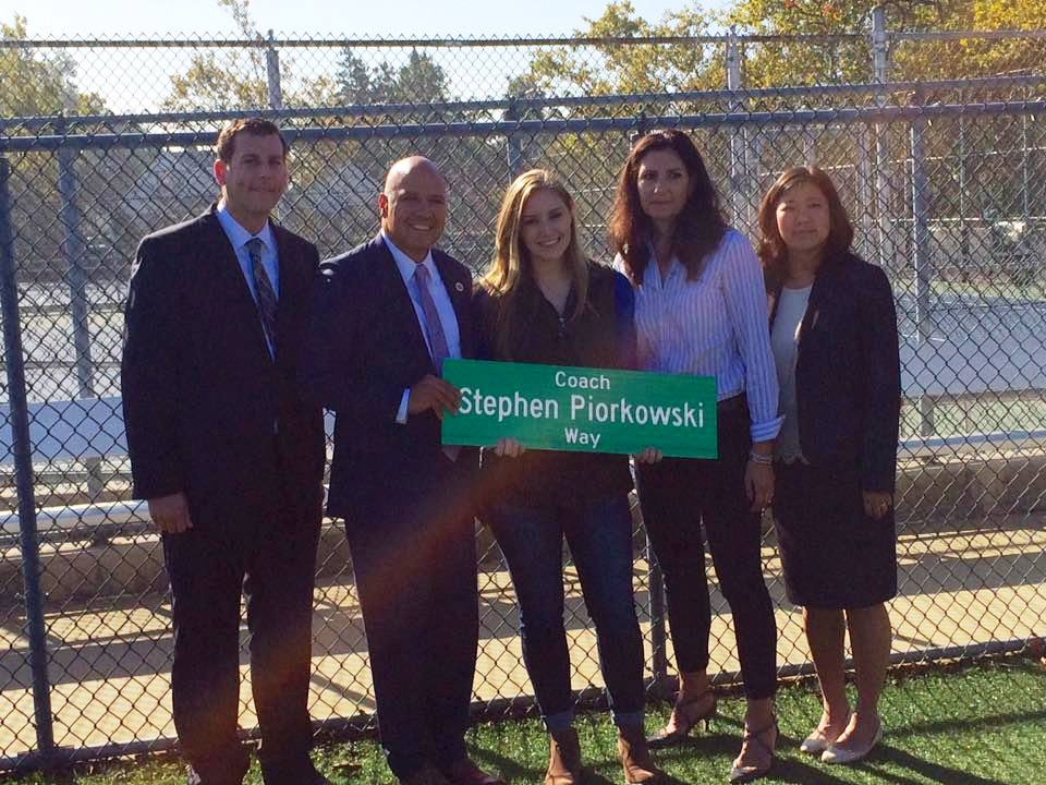 On October 7, 2016, Assemblyman Braunstein attended the co-naming of 32nd Avenue and 204th Street for Stephen Piorkowski, a longtime Bayside High School softball coach and gym teacher.<br /> <br />