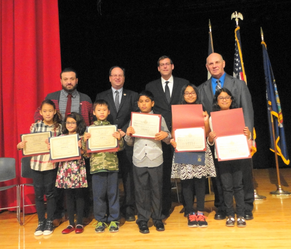 On November 10, 2016, Assemblyman Braunstein and Council Member Barry Grodenchik inducted PS 115's Student Council.<br />