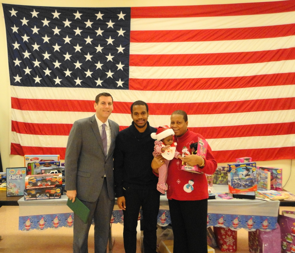 Assemblyman Braunstein is pictured at Fort Totten with a military family which received donations from his office's 6th Annual Toy Drive.<br />
