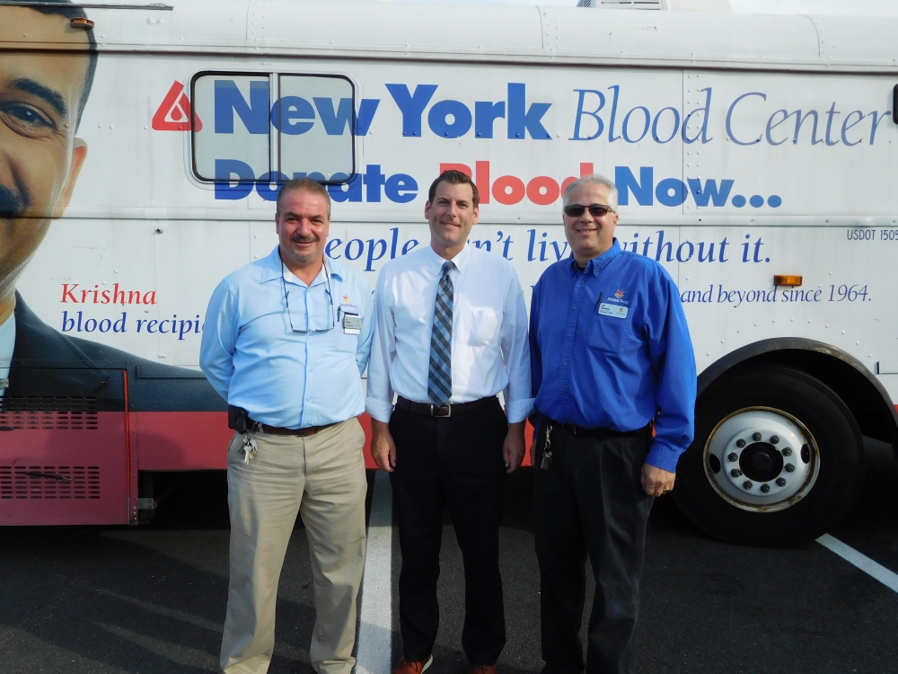 On August 10, 2017, Assemblyman Braunstein's office sponsored the 5th Annual Summer Blood Drive with the New York Blood Center. Assemblyman Braunstein is pictured with Stop & Shop Bay Terrace