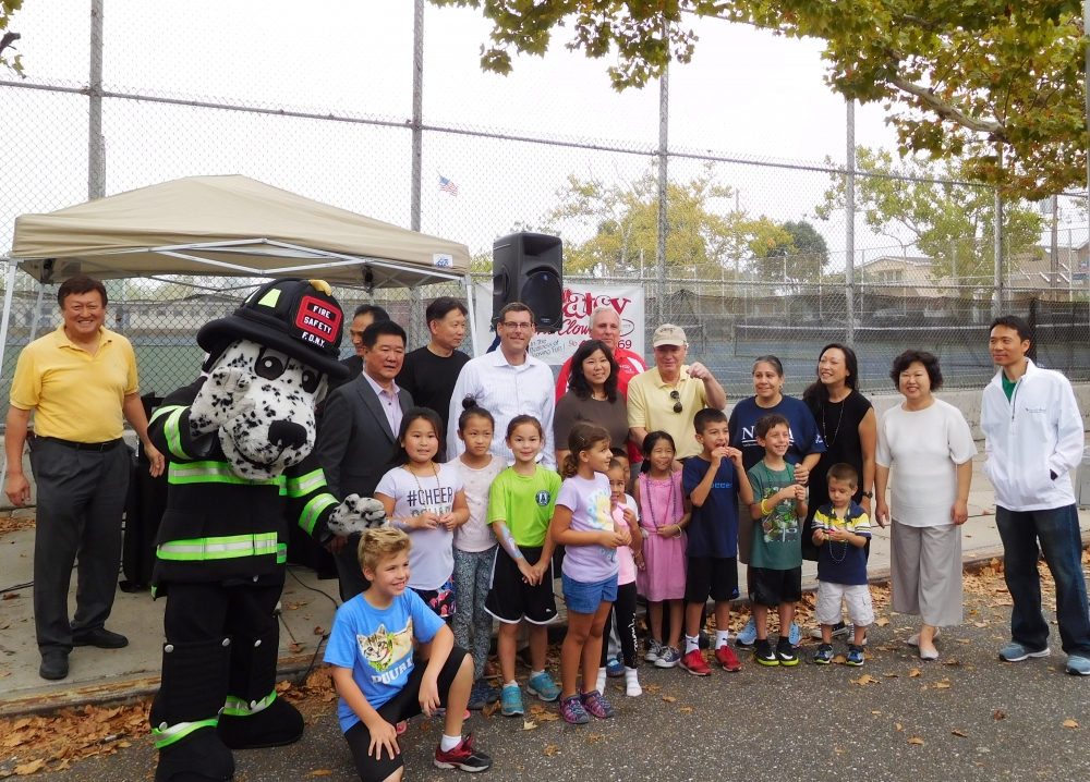 On September 16, 2017, Assemblyman Braunstein attended the 2nd Annual Back to School Carnival hosted by Northwest Bayside Civic Association and Korean Community Services of Metropolitan New York, Inc.<br />